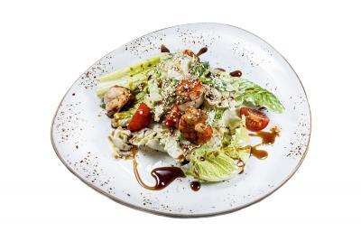 Салат с креветками под унаги соусом
